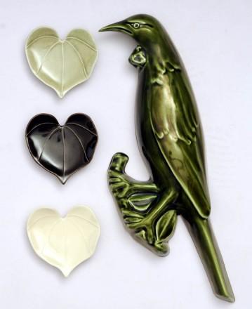 Tui with Kawakawa Heart Leaves